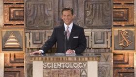 Г-н Дэвид Мицкевич, духовный лидер саентологической религии и председатель правления Центра религиозной технологии, торжественно открыл новую национальную Идеальную саентологическую организацию Мехико.