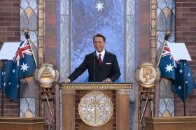 Г-н Дэвид Мицкевич, Председатель правления Центра религиозной технологии и духовный лидер саентологической религии, провёл церемонию открытия новой Саентологической церкви Мельбурна.