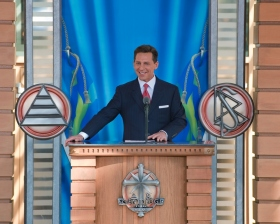 Г-н Дэвид Мицкевич, Председатель правления Центра религиозной технологии и духовный лидер Саентологии, присутствовал на официальном открытии саентологической церкви Мальмё 4 апреля 2009 года.